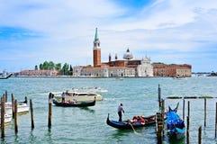 繁忙的小船港口在威尼斯 免版税图库摄影