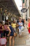繁忙的星期六在罗阿诺克市农夫市场上 库存图片