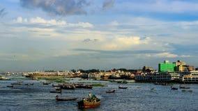 繁忙的河Buriganga 图库摄影