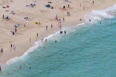 繁忙的海滩 免版税库存照片