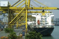 繁忙的港口新加坡 免版税库存照片