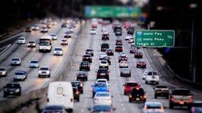 繁忙的洛杉矶高速公路交通白天-掀动转移 影视素材