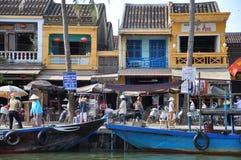 繁忙的hoi越南码头 免版税库存图片