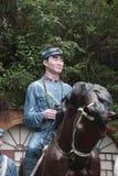 红军干部骑乘马的雕象在红军Parkï ¼ Œshenzhen,瓷的 免版税库存图片