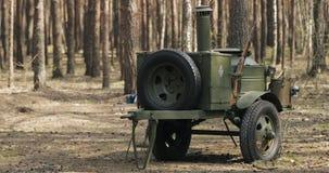红军的森林WWII设备的俄国苏联第二次世界大战野外用的全套炊具 流动厨房、流动军用餐具或者食物 股票视频