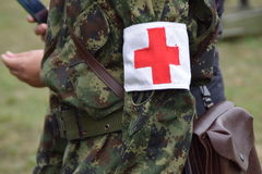 从红十字会的军事的人们 库存图片
