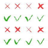 红十字和绿色壁虱传染媒介集合 是和网站和应用的没有象 被隔绝的正确和错误标志  免版税图库摄影