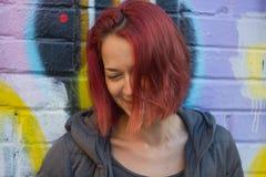 红发妇女笑 库存图片