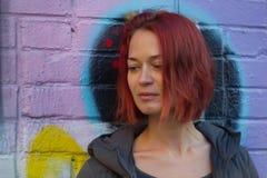 年轻红发妇女 免版税库存照片