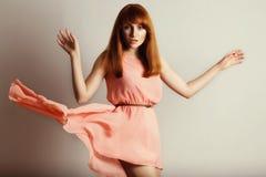 红发时装模特儿纵向  免版税库存照片