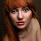 红发时装模特儿纵向  图库摄影