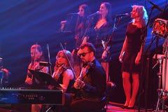 红场乐队在阶段执行在维克托Drobysh第50个年生日音乐会期间在巴克来中心 库存图片