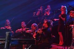 红场乐队在阶段执行在维克托Drobysh第50个年生日音乐会期间在巴克来中心 图库摄影