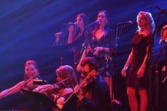 红场乐队在阶段执行在维克托Drobysh第50个年生日音乐会期间在巴克来中心 库存照片