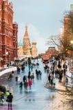 红场和圣蓬蒿的大教堂的看法自冬天前夕 免版税库存照片