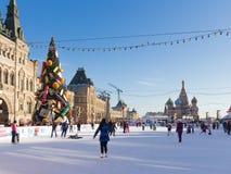 红场的伟大的圣诞节滑冰场,莫斯科 图库摄影