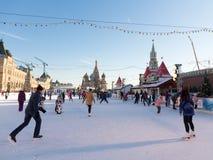 红场的圣诞节冬天滑冰场,莫斯科 免版税图库摄影