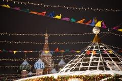 红场的在冬天欢乐季节期间,莫斯科,俄罗斯柏拉仁诺教堂 库存图片