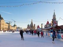 红场的异常的圣诞节滑冰场,莫斯科 图库摄影