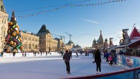 红场的美丽的圣诞节滑冰场,莫斯科 库存图片