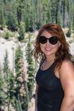 红头发人姜女性20s画象视图,站立对边 免版税图库摄影
