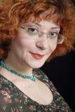 红头发人面带笑容 免版税库存图片
