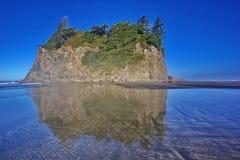 红宝石海滩的修道院海岛在奥林匹克国家公园 图库摄影