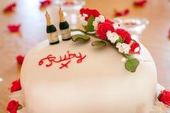 红宝石结婚周年蛋糕 库存照片