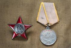 红星报和苏联奖牌的命令作战服务的 图库摄影