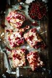 红浆果和榛子酒吧 土气的样式 免版税库存照片