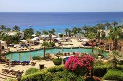 红海海滩的, Sharm El谢赫热带豪华旅游胜地旅馆, 免版税库存照片