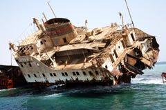 红海船击毁 库存图片