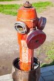 红火消防栓,垂直的照片的关闭 库存照片