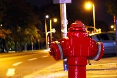 红火消防栓 免版税库存照片