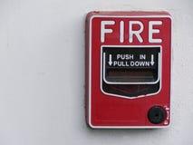 红火警报拉扯驻地在白色墙壁安装 库存图片
