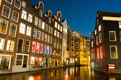 红灯区在晚上 阿姆斯特丹荷兰 库存图片