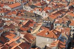 红瓦顶在杜布罗夫尼克克罗地亚的历史的中心 库存图片