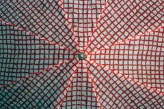 红白的伞 库存照片