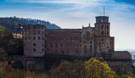 红砂岩在小山的城堡废墟在海得尔堡 免版税库存照片
