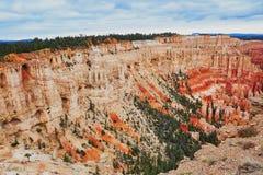 红砂岩在布莱斯峡谷国家公园不祥在犹他,美国 库存照片