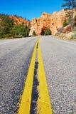 红砂岩自然桥梁在布莱斯峡谷国家公园在犹他,美国 免版税库存照片
