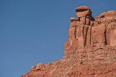 红砂岩mesa蓝天 免版税库存图片