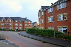 红砖公寓楼在英国 库存图片