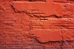 红砖墙壁和被毁坏的水泥 库存图片