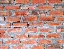 红砖墙壁纹理背景,特写镜头砖行结构由水泥连接了在以后涂灰泥前  免版税库存照片