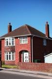 红砖墙的英国房子 免版税库存照片