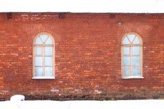 红砖房子在冬天 免版税库存照片
