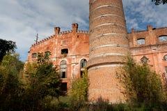 红砖的被放弃的和被毁坏的糖工厂在拉蒙 免版税库存图片