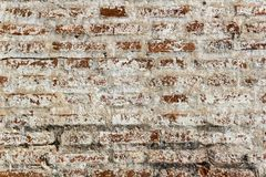 红砖背景老砖墙与交通事故多发地段的 免版税库存图片