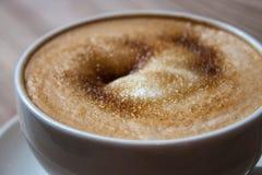 红糖和热奶咖啡 库存图片